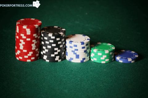 Apakah chip poker bernilai uang sungguhan?